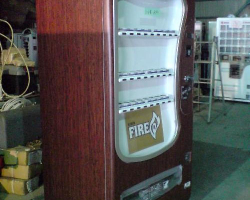 自販機に木目のフィルムを貼りました。のサムネイル